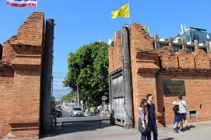 The school is a five-minute walk from historic Thapae Gate.